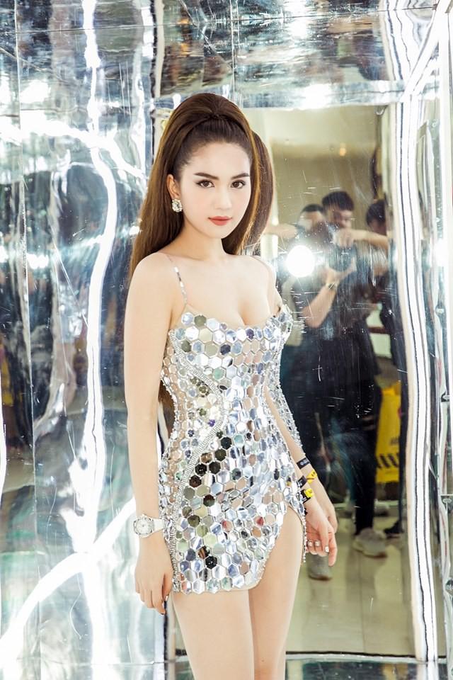 Ngọc Trinh tung clip diện bikini nóng bỏng - Ảnh 2.