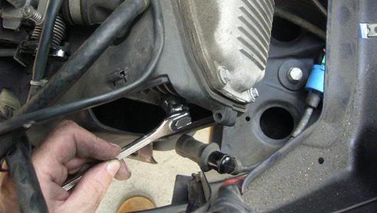Nhận diện bệnh của xe máy qua màu khói và tiếng kêu của ống pô - Ảnh 3.
