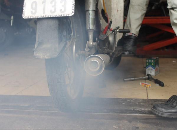 Nhận diện bệnh của xe máy qua màu khói và tiếng kêu của ống pô - Ảnh 7.