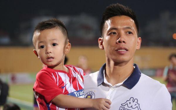 Sau trận đấu kỳ lạ với Khánh Hoà, Văn Quyết bị hack tài khoản mạng xã hội - Ảnh 1.