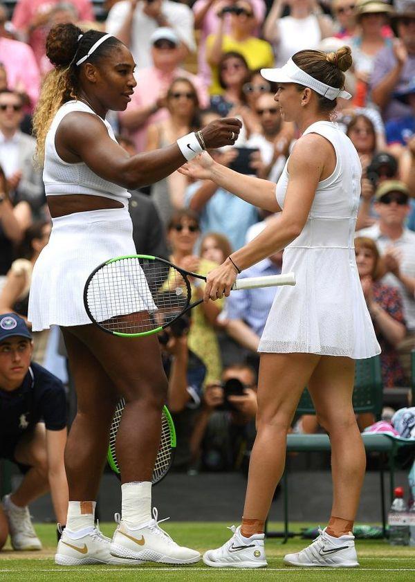 Cảm xúc của Hoa khôi phẫu thuật ngực khủng vô địch Wimbledon - Ảnh 1.