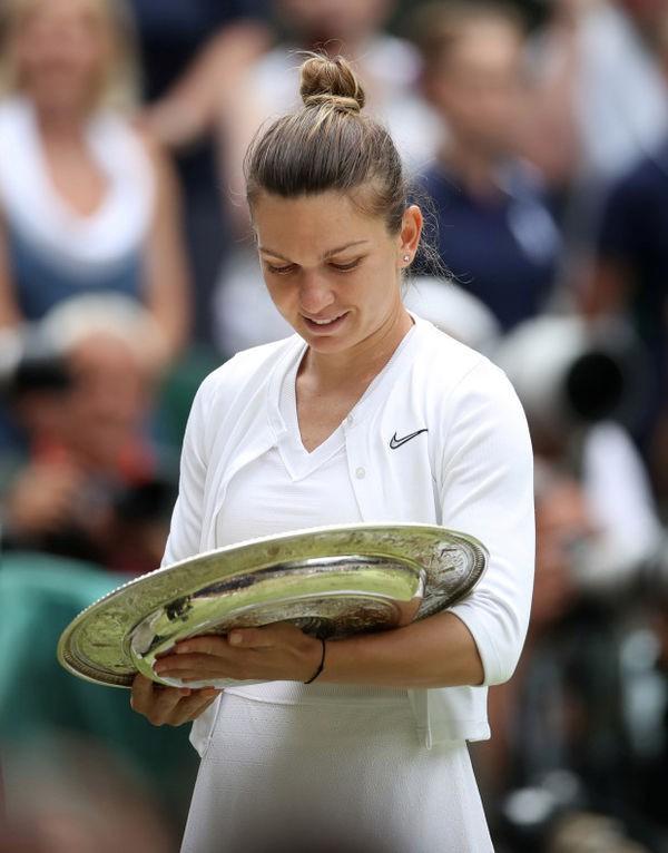 Cảm xúc của Hoa khôi phẫu thuật ngực khủng vô địch Wimbledon - Ảnh 6.
