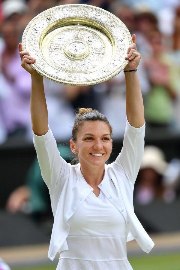 Cảm xúc của Hoa khôi phẫu thuật ngực khủng vô địch Wimbledon - Ảnh 7.