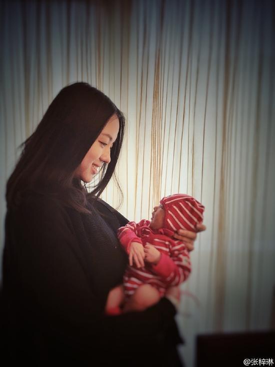 Cô con gái 3 tuổi của Hoa hậu Thế giới Trương Tử Lâm gây sốt: Chân dài miên man, tương lai nối nghiệp Hoa hậu của mẹ - Ảnh 7.