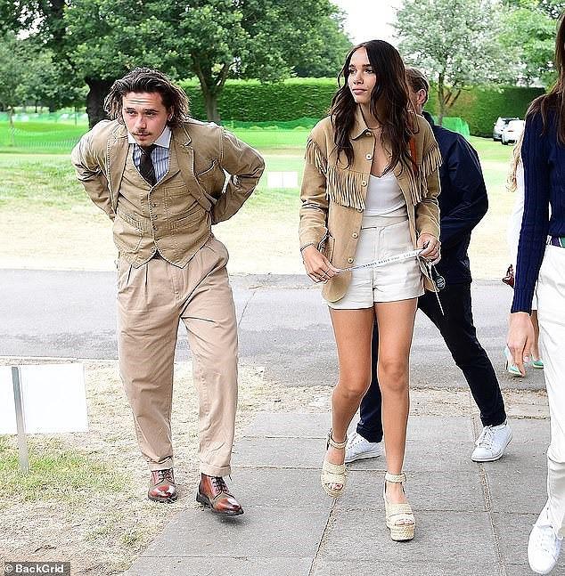 Cậu cả nhà Beckham như ông cụ, cùng bạn gái đi xem chung kết Wimbledon 2019 - Ảnh 1.