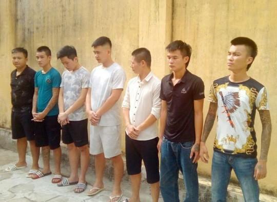 Nhóm côn đồ bảo kê thu 20.000 đồng/xe taxi chở khách tham quan khu FLC ở Sầm Sơn - Ảnh 1.