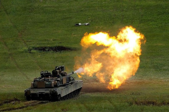 Trung Quốc tuyên bố trừng phạt các công ty Mỹ bán vũ khí cho Đài Loan - Ảnh 1.
