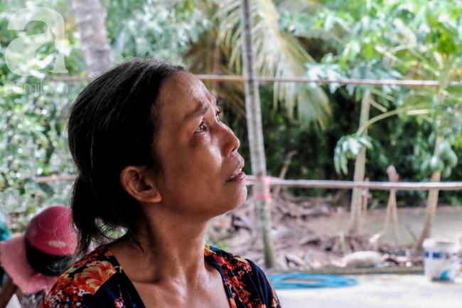 Nụ cười giòn tan của bà ngoại 12, kể chuyện mang bầu 6 tháng vẫn leo trên ngọn dừa, cất được nhà trăm triệu cho chồng - Ảnh 3.