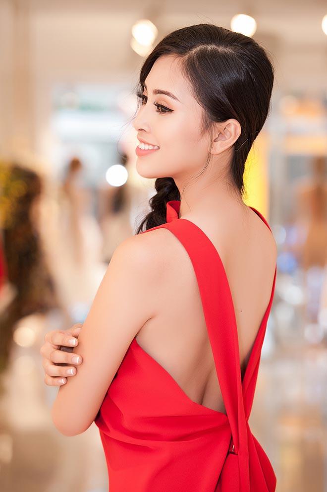 Tiểu Vy nghiện khoe lưng trần sexy sau 10 tháng đăng quang Hoa hậu Việt Nam - Ảnh 7.