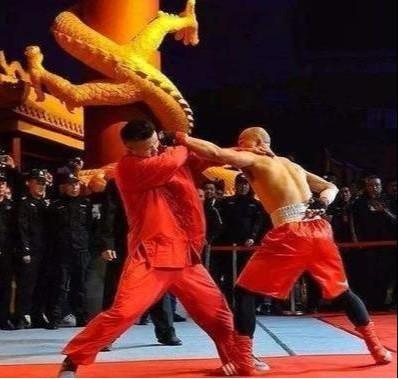 """Được chấp một tay vẫn gục ê chề, đệ tử Diệp Vấn quyết """"báo thù"""" võ sĩ boxing ở lần tái đấu - Ảnh 1."""