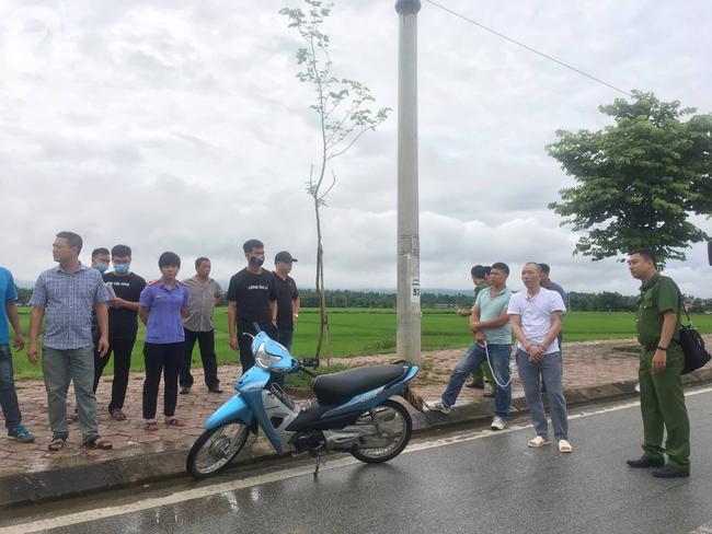 Hơn 100 cảnh sát đang bảo vệ khu vực thực nghiệm hiện trường vụ nữ sinh giao gà  ở Điện Biên - Ảnh 1.