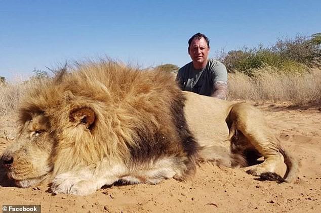 Cặp đôi Canada bị người yêu động vật kịch liệt lên án vì khóa môi bên xác sư tử quý hiếm vừa săn - Ảnh 2.
