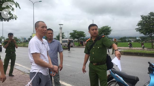 Hơn 100 cảnh sát đang bảo vệ khu vực thực nghiệm hiện trường vụ nữ sinh giao gà  ở Điện Biên - Ảnh 5.
