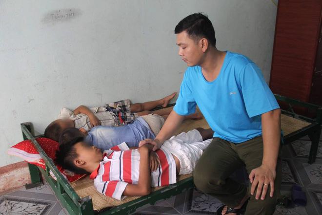 Sự thật câu chuyện 3 đứa trẻ chạy thoát khỏi ô tô của người đàn ông lạ ở Nghệ An - Ảnh 2.