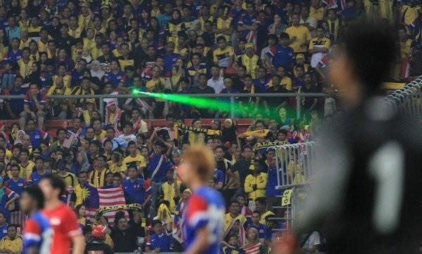 Đội tuyển Việt Nam sẽ gặp khó bởi đặc sản đáng sợ của Malaysia, Indonesia? - Ảnh 2.