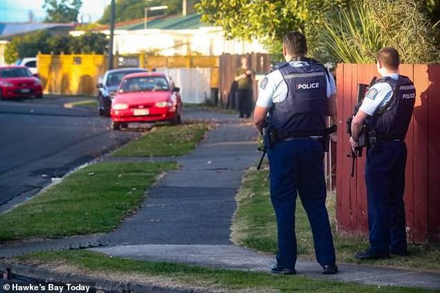 Sốc: Người cha ngáo đá dùng đứa con 4 tháng tuổi làm lá chắn sống suốt 12 giờ trước cảnh sát khiến dư luận phẫn nộ - Ảnh 3.