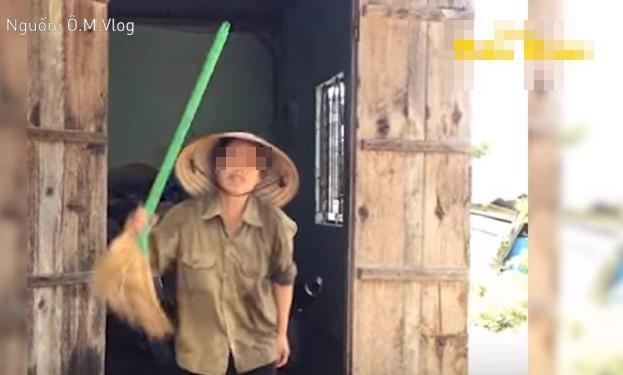 Dội thau nước mắm lên đầu mẹ để mừng kênh đạt 1.000 đăng ký, Youtuber bị 'ném đá' dữ dội - ảnh 4