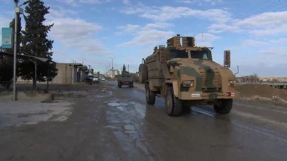 Máy bay tối tân của Mỹ áp sát Syria - Căn cứ Khmeimim đầu não Không quân Nga bị tấn công - Ảnh 6.