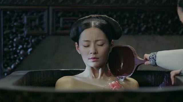 Thái giám cuối cùng tiết lộ chuyện tắm rửa của phi tần nhà Thanh: Hầu hạ khổ sở như cực hình - Ảnh 1.