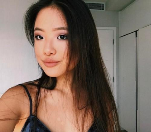 Ái nữ Thiên vương Trương Học Hữu: Nhan sắc nóng bỏng, 17 tuổi cặp kè người có vợ - Ảnh 2.