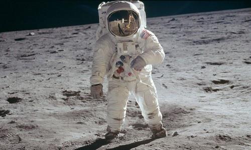 Google Doodle 19/7: Tái hiện thời khắc giấc mơ thành sự thật, con người bước lên Mặt Trăng - Ảnh 2.