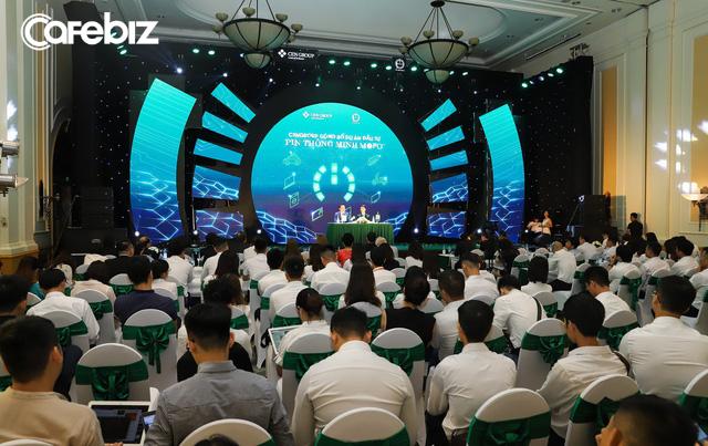 Deal khủng nhất Shark Tank Việt Nam chính thức được rót vốn: Shark Hưng thú nhận thuyết phục Mopo nhận 1 triệu USD thành công nhờ 15.000 nhân viên Sales và database khách hàng của CENGroup - Ảnh 1.