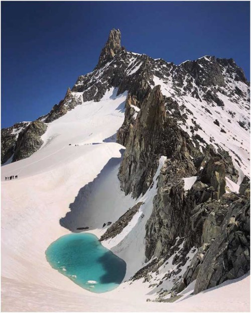 Xuất hiện hồ tuyệt đẹp trên dãy núi Alps: Dấu hiệu đáng báo động - Ảnh 1.