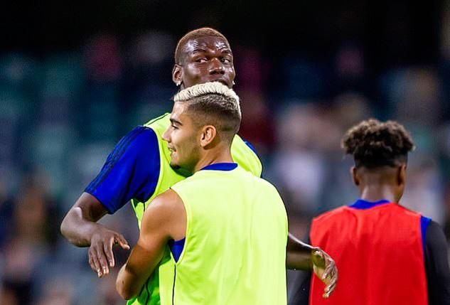 Cầu thủ MU trộm điện thoại, ngăn Pogba ra đi - Ảnh 1.