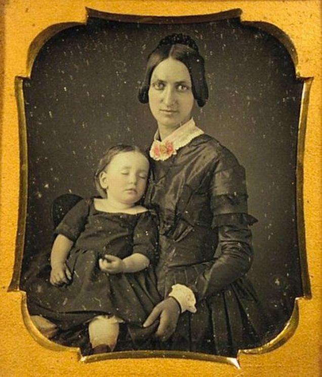 Chi tiết rùng rợn đằng sau bức ảnh gia đình và trào lưu chụp ảnh lạ lùng nhưng cực nổi tiếng ở Anh từ thời Nữ hoàng Victoria - Ảnh 16.