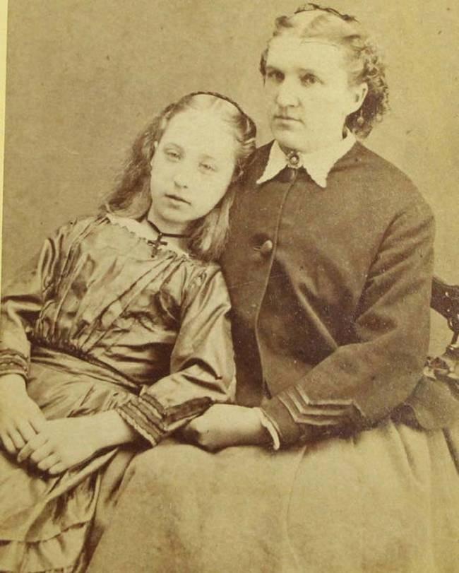 Chi tiết rùng rợn đằng sau bức ảnh gia đình và trào lưu chụp ảnh lạ lùng nhưng cực nổi tiếng ở Anh từ thời Nữ hoàng Victoria - Ảnh 9.