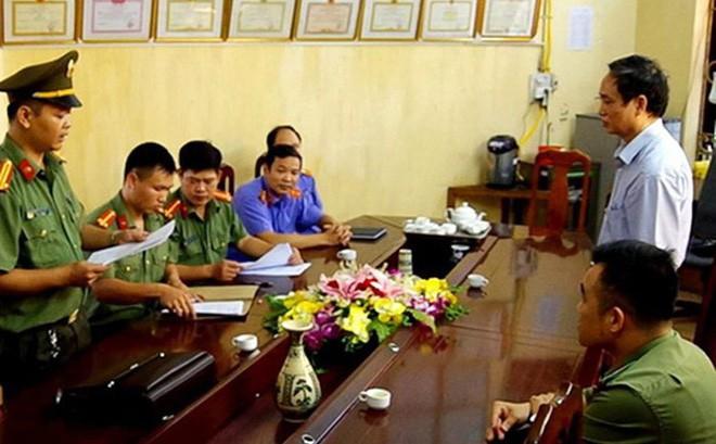 Vụ nâng điểm ở Hà Giang: Cán bộ CA tỉnh nhờ nâng điểm 5 học sinh, Phó GĐ Sở yêu cầu nâng điểm cho con trai - Ảnh 2.