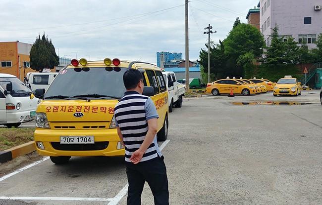 Lý do hàng nghìn người Trung Quốc đổ đến Hàn Quốc thi bằng lái xe - Ảnh 1.