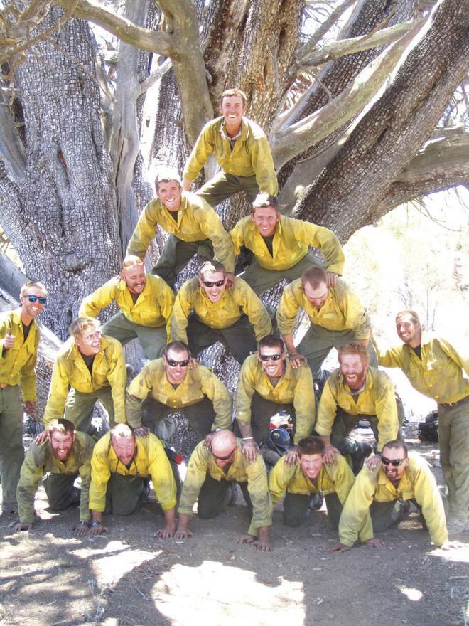 Bức ảnh 19 lính cứu hỏa cùng chung một số phận và câu chuyện thảm kịch trong vụ cháy rừng kinh hoàng nhất lịch sử nước Mỹ - Ảnh 5.