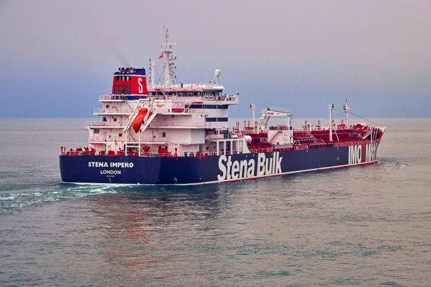 Iran tung video bắt giữ tàu chở dầu ở Eo biển Hormuz - Tàu chiến Hải quân Anh can thiệp bất thành - Ảnh 16.
