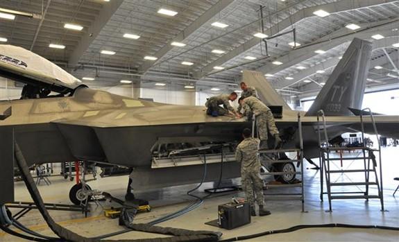 Mỹ: Máy bay F-22 và F-35 không đảm bảo khả năng sẵn sàng chiến đấu - Ảnh 1.