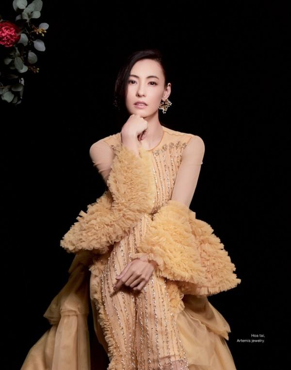 Trương Bá Chi đẹp kiêu sa khi diện trang phục của nhà thiết kế Tuyết Lê - ảnh 1