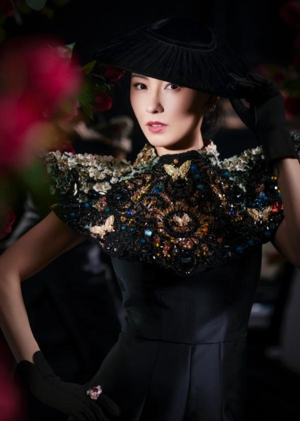 Trương Bá Chi đẹp kiêu sa khi diện trang phục của nhà thiết kế Tuyết Lê - ảnh 2