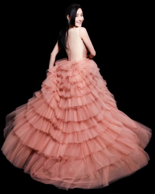 Trương Bá Chi đẹp kiêu sa khi diện trang phục của nhà thiết kế Tuyết Lê - ảnh 4