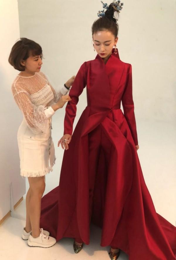 Trương Bá Chi đẹp kiêu sa khi diện trang phục của nhà thiết kế Tuyết Lê - ảnh 8