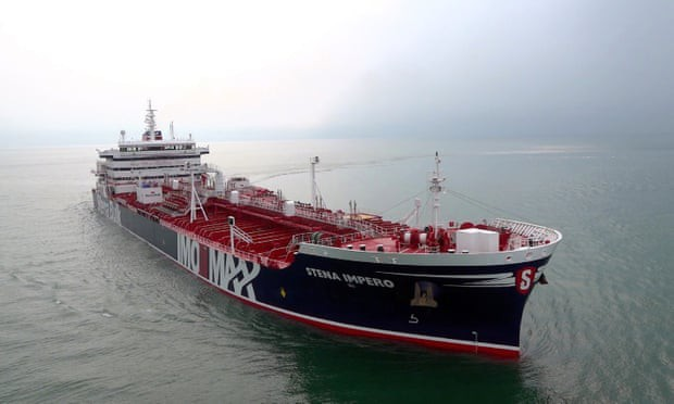 Iran tung video bắt giữ tàu chở dầu ở Eo biển Hormuz - Tàu chiến Hải quân Anh can thiệp bất thành - Ảnh 14.