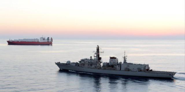Liên quân Anh - Mỹ dàn trận tàu chiến bao vây Iran: Đánh úp bất ngờ? - Ảnh 2.