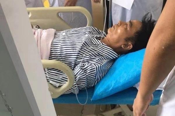 Cập nhật từ Trung Quốc: Ông trùm giải trí Hong Kong bị đâm 2 nhát dao vào bụng, lỡ hẹn phỏng vấn với báo Việt Nam - Ảnh 2.