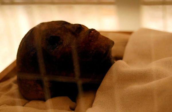 Ai Cập phục hồi quan tài vàng 3.000 tuổi của pharaoh Tutankham - Ảnh 1.