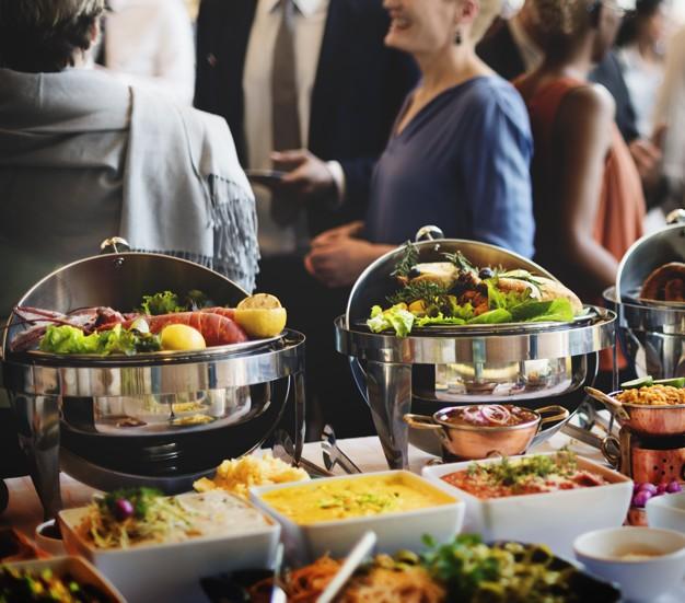 Người Việt vẫn bị chê thiếu văn minh khi ăn tiệc buffet, vậy đâu là cách ăn thật sang mà lại huề được vốn bỏ ra ban đầu? - Ảnh 2.