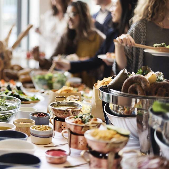 Người Việt vẫn bị chê thiếu văn minh khi ăn tiệc buffet, vậy đâu là cách ăn thật sang mà lại huề được vốn bỏ ra ban đầu? - Ảnh 10.