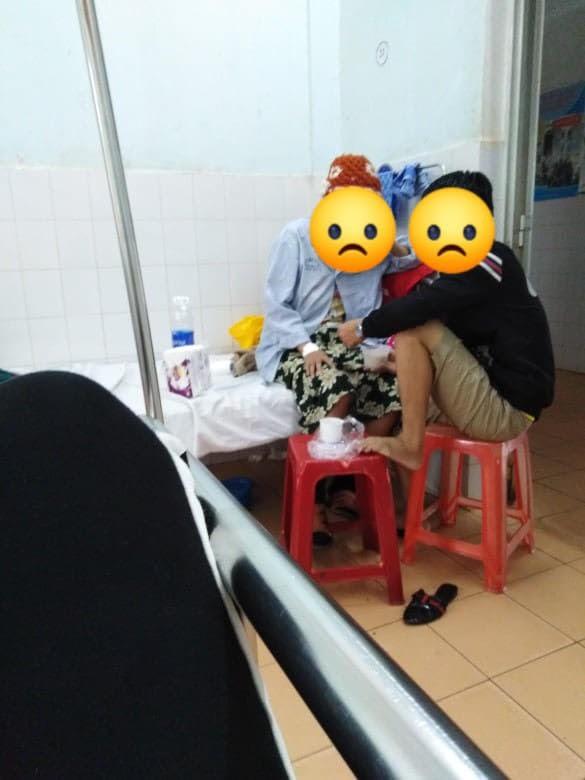 Vào viện chăm bà, hình ảnh cặp đôi vợ chồng ở giường bên khiến cô gái trẻ cay mắt - Ảnh 1.