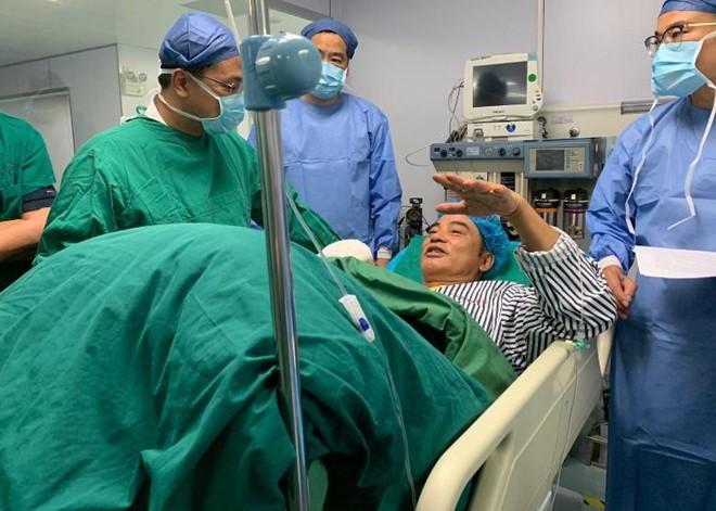 Nhậm Đạt Hoa bị đâm hai nhát dao và lối hành xử đẳng cấp của ông trùm giải trí Hong Kong - Ảnh 1.