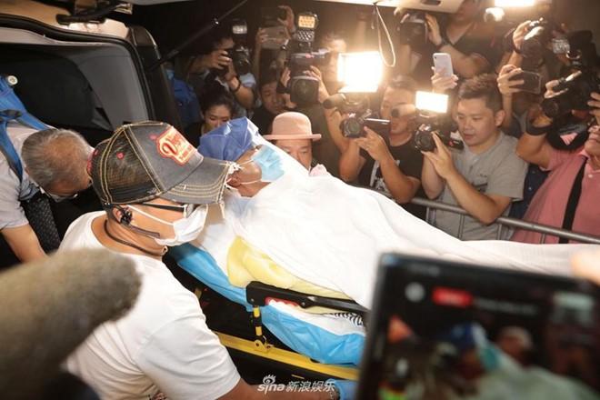 Nhậm Đạt Hoa bị đâm hai nhát dao và lối hành xử đẳng cấp của ông trùm giải trí Hong Kong - Ảnh 2.