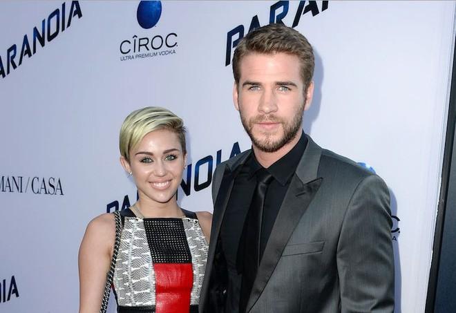 Hôn nhân của Liam Hemsworth và Miley Cyrus đáng báo động hơn bao giờ hết sau khi Miley ngựa quen đường cũ? - Ảnh 1.