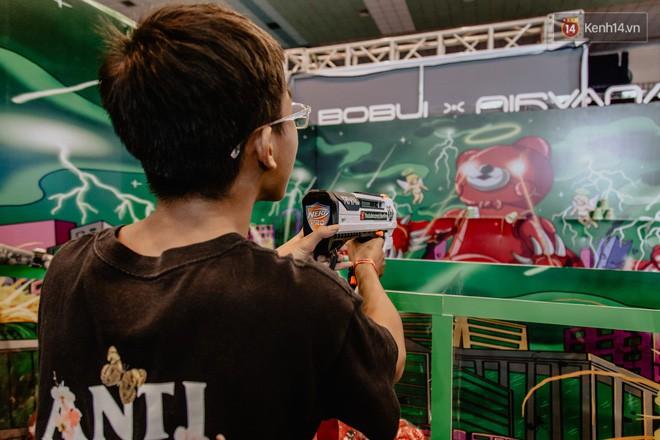 Mặc kệ nắng nóng, hàng ngàn bạn trẻ Sài Gòn vẫn rồng rắn xếp hàng để tham dự ngày hội sneaker lớn nhất trong năm - Ảnh 13.